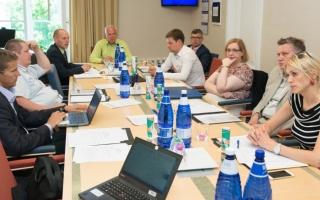 Majanduskomisjoni istung. Arenguseire nõukoja liikmed on valitud.