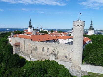 Landskrone torn, Pilstickeri torn, Toompea lossi läänemüür ja Pikk Hermann, 2017. Foto: Jaan Jänesmäe