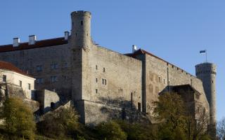 """Башня """"Пильштикер"""", западное крыло замка Тоомпеа и башня """"Длинный Герман"""". Фото: Пауль Куймет"""