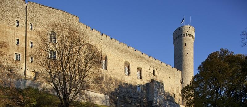 Toompea lossi läänemüür ja Pikk Hermann, 2013. Foto: Paul Kuimet