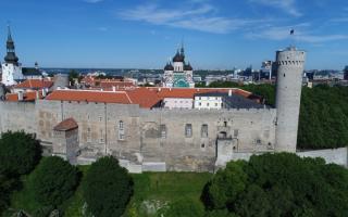Landskrone torn, Pilstickeri torn, Toompea lossi läänemüür ja Pikk Hermann, 2017. Foto: Jaan Jänesmae