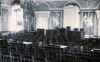 Белый зал замка Тоомпеа. По всей вероятности, фотография была сделана в период работы Учредительного Собрания с 1919–1920 г. Фотография: Кайдо Хааген, Пеэтер Лауритс, Арне Маасик, Пеэтер Сяре