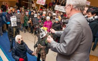 Ряженые приносят удачу Рийгикогу. Фото: Эрик Пейнар