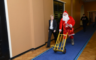 Дед Мороз в Рийгикогу. Фото: Эрик Пейнар