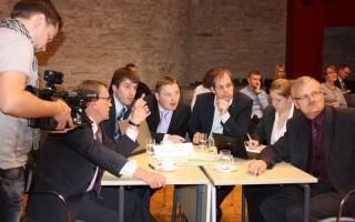 Mälumäng Riigikogu lahtiste uste päeval, Keskerakonna fraktsiooni võistkond Foto: Erik Peinar