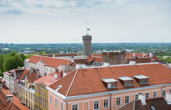 Vaade Toompea lossile Toomkiriku tornist. Foto: Erik Peinar