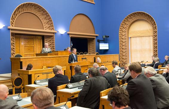 2015 a Eelarve eelnõu üleandmine istungisaalis