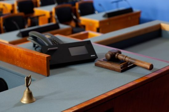 Vaade Riigikogu juhatuse töölauale istungisaalis