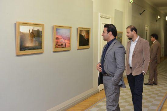Riigikogu külalised Afganistaanist näitust vaatamas