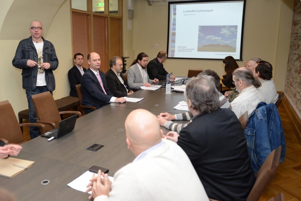Looduslike pühapaikade toetusrühm arutab tegevuskava looduslike pühapaikade hävimise peatamiseks