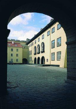 Здание Рийгикогу было построено на месте средневекового конвентского дома, который был сожжен во время Февральской революции 1917 года