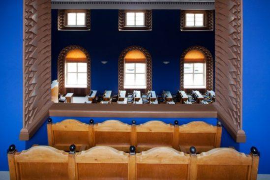 Vaade istungisaali külaliste rõdult saali