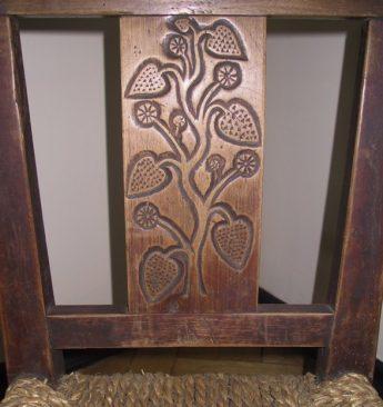 Tuntud elupuu motiiv toolil