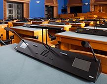 Kõnepult Riigikogu liikme töölaual istungisaalis