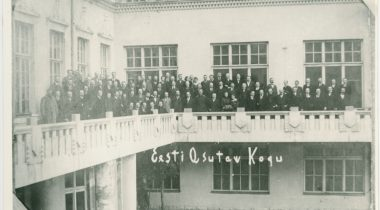 Members of the Constituent Assembly on the balcony of Estonia Theatre in 1919. Source: National Archives of Estonia 4996.1.265.89.