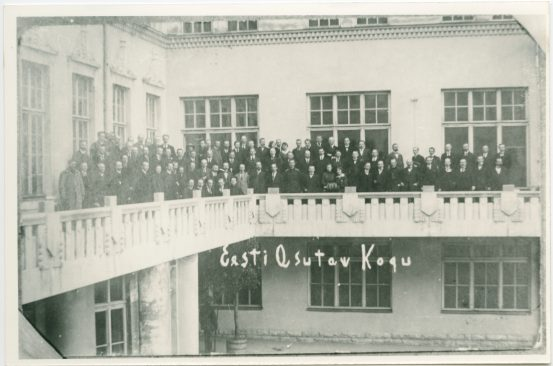 Constituent Assembly on the balcony of Estonia theatre