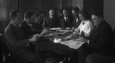 Häältelugemine V Riigikogu valimistel. Paide, mai 1932. Foto: Eesti Filmiarhiiv