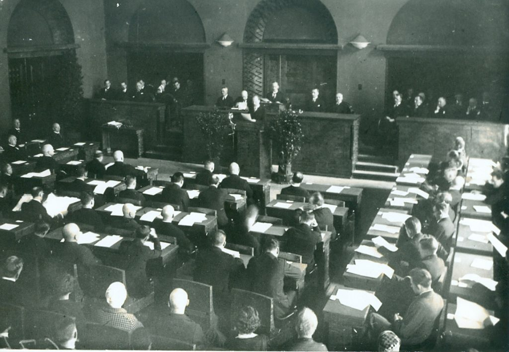 Jaan Tõnisson speaking at the sitting of the Riigikogu