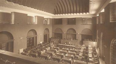 Vaade istungisaali publikurõdult. 1922. Allikas: Tallinna Linnamuuseum F 6803-3.