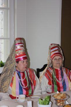 В 2009 году Рийгикогу посетили представители мордвы (эрзя)