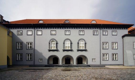 Riigikogu hoone fassaad