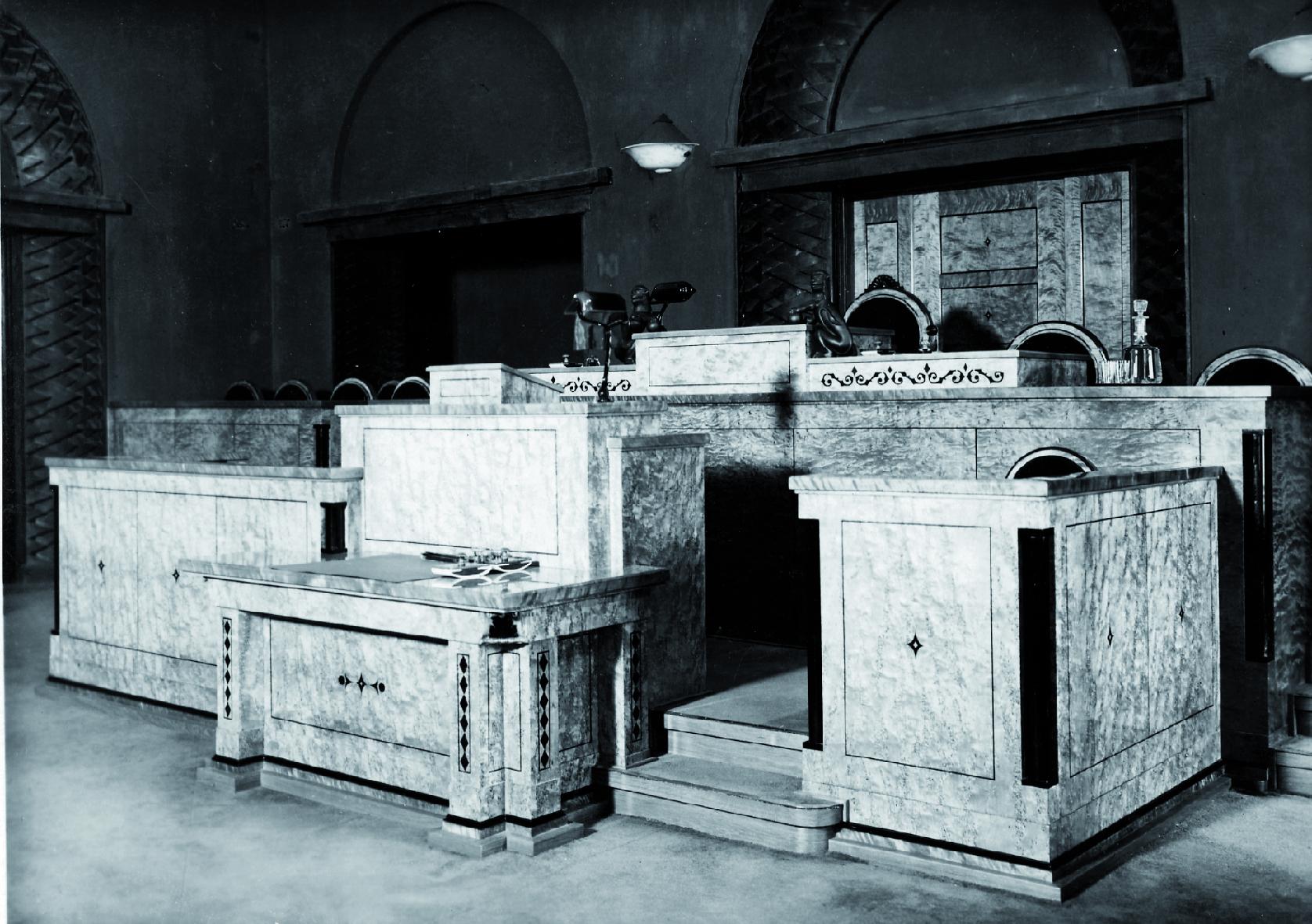 Riigivolikogu juhatuse töökoht Riigikogu istungisaalis 1938. aastal. Foto: Kaido Haagen, Peeter Laurits, Arne Maasik, Peeter Säre