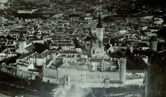 Toompea loss Riigikogu hoone ehitamise ajal, u 1921–1922. Õhufoto. Allikas: Eesti Ajaloomuuseum F11379.