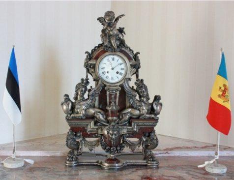 Ajalooline kell väliskomisjoni koosolekuruumis