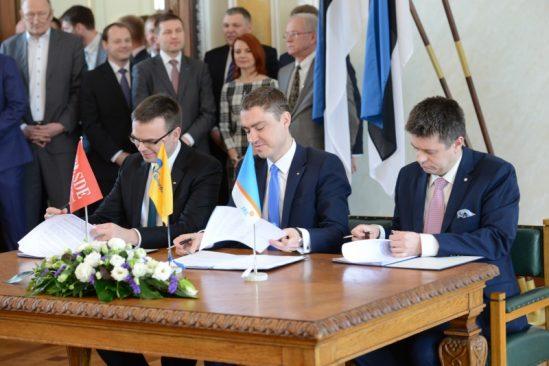Koalitsioonileppe allkirjastamine Valges saalis, aprill 2015