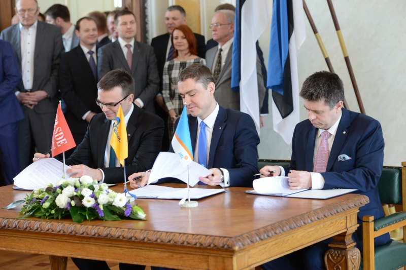 The coalition agreement was signed in the White Hall of Toompea Castle on 8 April 2015.
