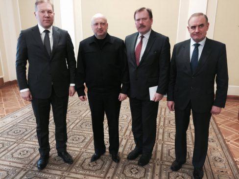 Riigikaitsekomisjoni liikmed Ukraina rahvusliku julgeoleku- ja kaitsenõukogu sekretäri Oleksandr Turtšõnoviga