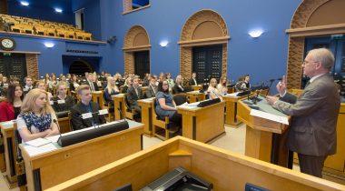 Eiki Nestor avamas Noorteparlamendi istungit 8. mail 2015
