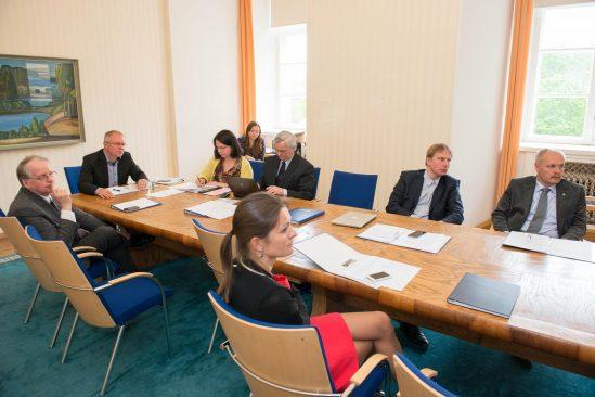 Väliskomisjon Hannes Hanso, Birgit Keerd-Leppik, Anne Sulling ja Eerik-Niiles Kross.