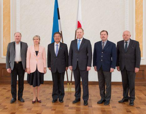 Riigikaitsekomisjoni esimees Marko Mihkelson, liikmed Marianne Mikko, Johannes Kert, Mart Helme ja Ain Lutsepp kohtusid Jaapani asekaitseminister Akira Satoga