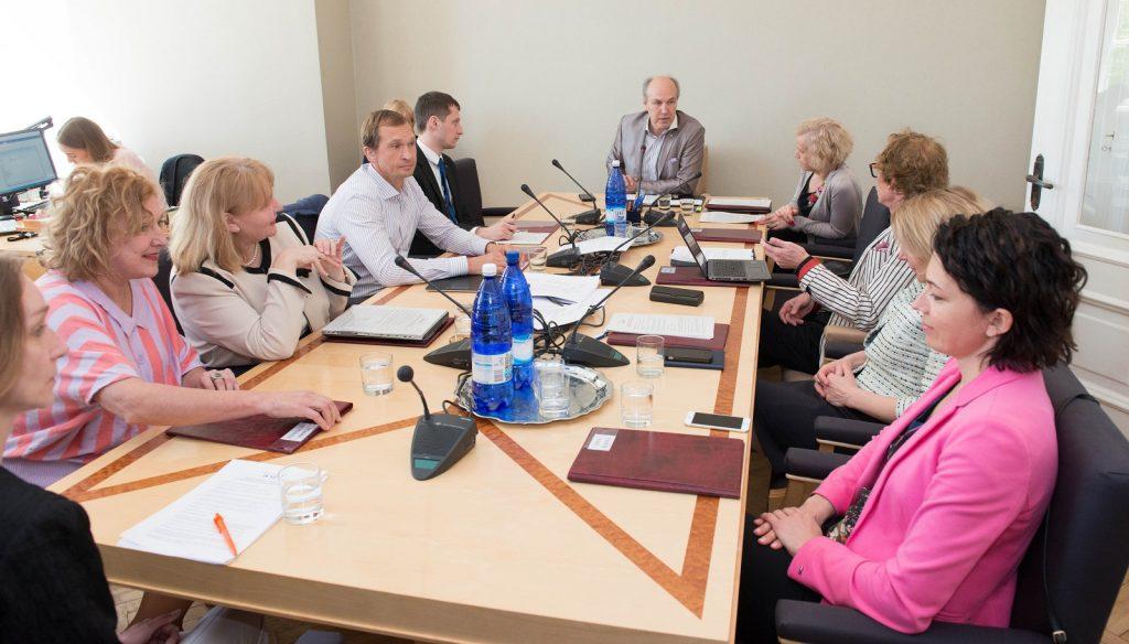 Peretoetuste arutelu sotsiaalkomisjonis