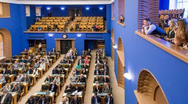 Noored Riigikogus valimisea langetamise seaduse vastuvõtmise ajal