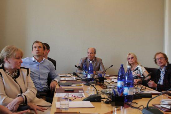 Sotsiaalkomisjoni istungil