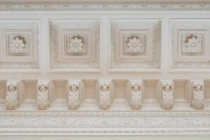 Antique influences in the design of the ceiling