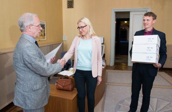 Riigikogule anti üle 27 000 allkirja kütuseaktsiisi tõstmise vastu