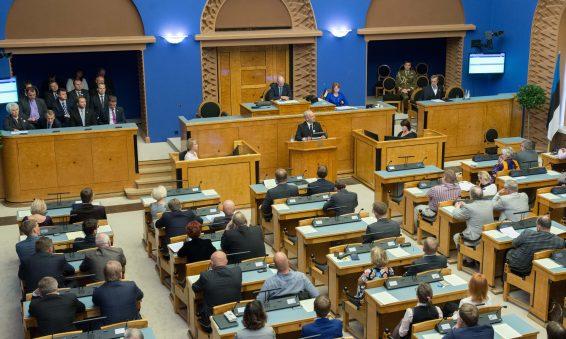 Riigikogu esimees Eiki Nestor peab kõnet