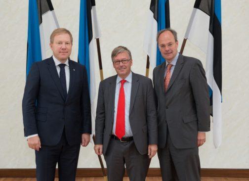 Riigikaitsekomisjoni esimees Marko Mihkelson kohtus Tallinnas visiidil viibiva Saksamaa relvajõudude ombudsmani dr Hans-Peter Bartelsi ja Saksamaa suursaadikuga Eestis T.E. Christoph Eichhorniga.