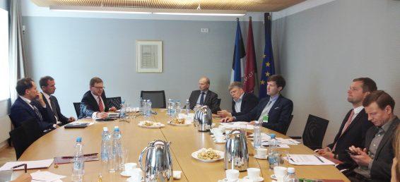 28.09.2015. kohtusid Riigikogu rahanduskomisjoni liikmed Finantsinspektsiooni esindajatega