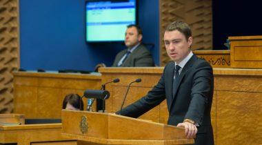 Peaminister andis Riigikogule üle 2016. aasta riigieelarve eelnõu