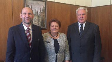 Riigikogu aseesimees Helir-Valdor Seeder, Läti peaminister Laimdota Straujuma ja Läti põllumajandusminister Jānis Dūklavs