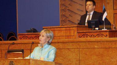 Marianne Mikko istungisaali kõnepuldis