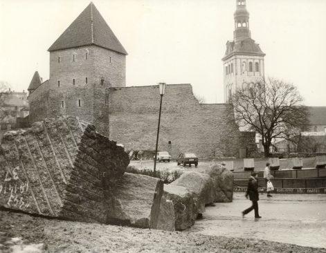 Kaitserajatised Tallinnas. Foto: T. Malsroos. Eesti Rahvusraamatukogu.