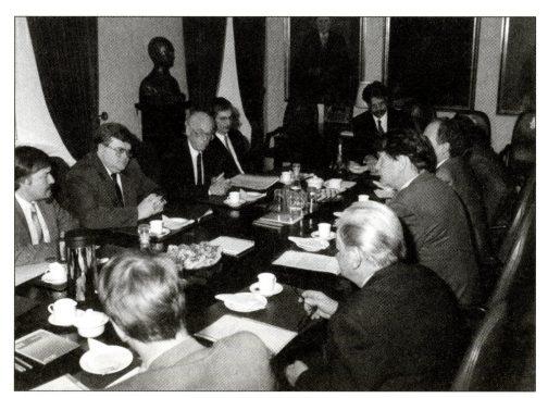 Läbirääkimised Islandi valitsuse delegatsiooniga.