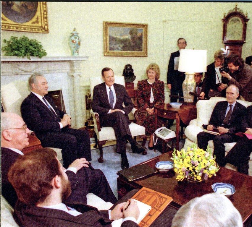 Eesti Vabariigi Ülemnõukogu esimees Arnold Rüütel ja välisminister Lennart Meri kohtusid Washingtonis USA presidendi George Bushiga