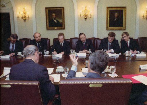 Balti riikide juhtide kohtumine Ameerika Ühendriikide presidendi George W. Bushiga Washingtonis. Vaba riigi tulek : 1991. kuus otsustavat kuud. Tallinn: Eesti Ekspress, 2011.