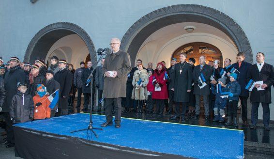 Riigikogu esimees Eiki Nestor riigilipu heiskamise tseremoonial 24. veebruaril 2016